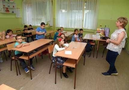 Vršački učenci krenuli u školu (FOTO)
