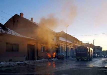 Goreo automobil u Dvorskoj (FOTO)