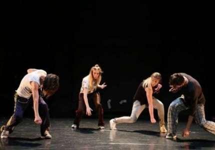 "Pokušaj ustanka iz fotelje - plesni performans u NP ""Sterija"""